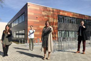 Franziska Lind, Patrick Woschek und Veronika Viehmann von der SPD Bruchköbel sprachen mit Landrat Thorsten Stolz über den Schulstandort.